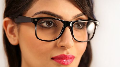 femeie ochelari