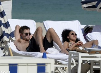 Robert-Pattinson-FKA-Twigs-Bikini-Miami