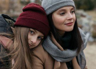 fete imbracate gros de iarna