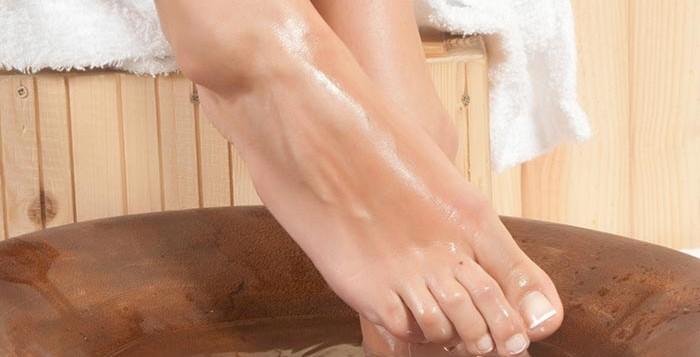 picioare umflate edem main