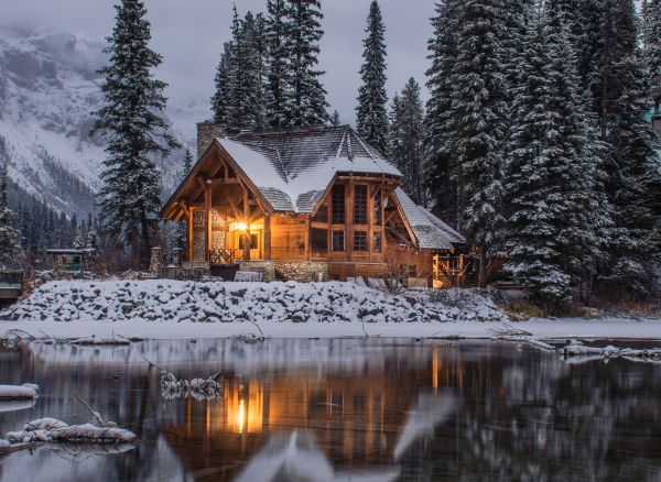 cabana la munte peisaj de iarna
