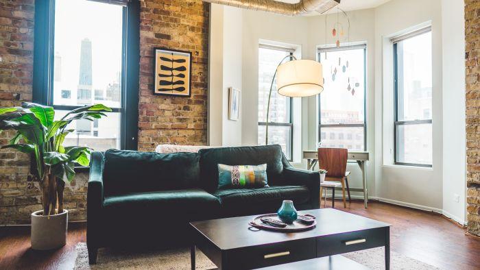 Stilul loft în amenajarea livingului în tendințe 2021