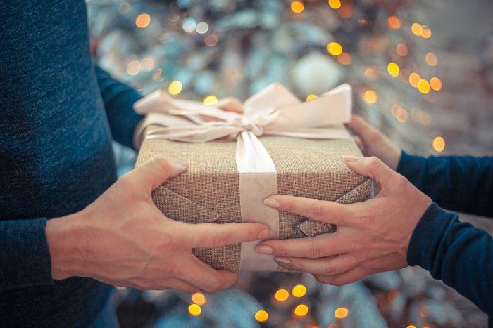 Printre cele mai frumoase cadouri de Crăciun pentru mama se numără bijuteriile